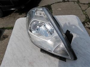 Obrázek produktu: Pravý přední světlomet Tiida